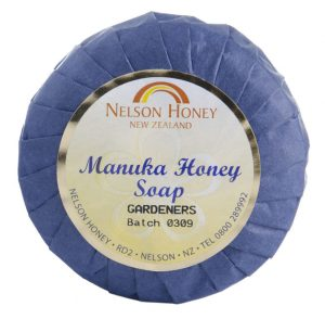 Natural Soap Gardeners with Manuka Honey Lemon and Pumice (d)